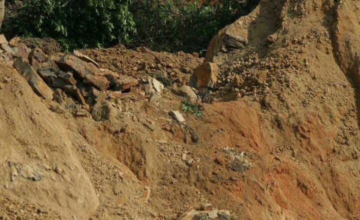 Alud de tierra sepulta a dos personas en Chiapas