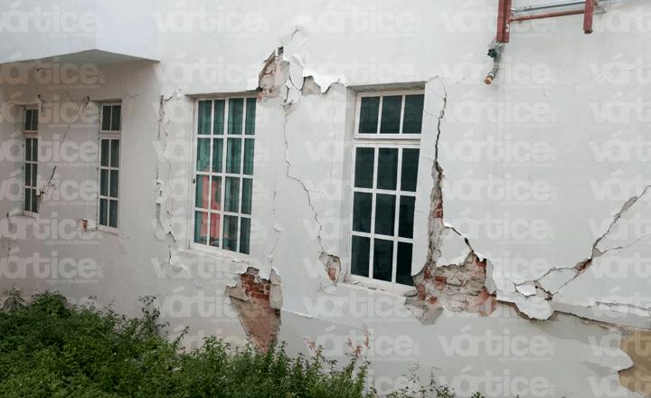 En riesgo cinco familias por edificio a punto de colapsar en Tuxtla