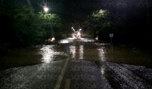 Río crecido arrastra y desaparece a dos jóvenes en Chiapa de Corzo