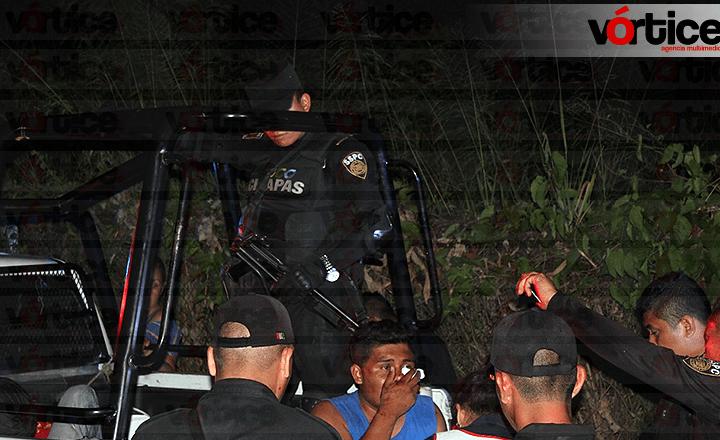 Vecinos de San José Terán atrapan y golpean a presuntos delincuentes
