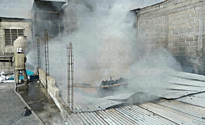 Familia tuxtleca pierde su patrimonio en voraz incendio