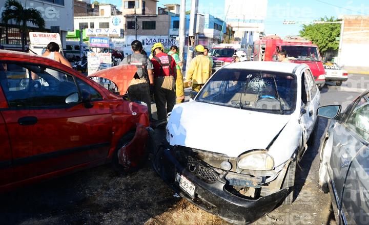 Carambolazo en Tuxtla deja cuatro heridos; dos son menores
