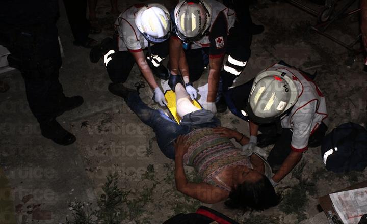 Mujer se lanza del techo de un segundo piso para suicidarse
