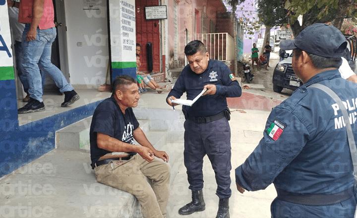Pasajero navajea a taxista en la colonia Albania Baja de Tuxtla
