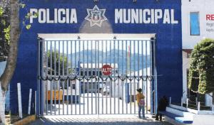 Presuntos taxistas desarman y golpean a policías de San Cristóbal