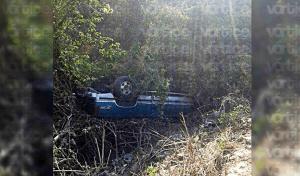 Camioneta se va al fondo de un barranco en El Jobo