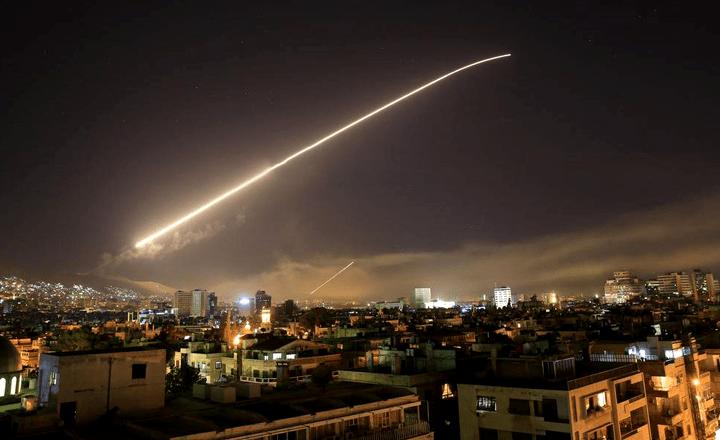 EUA, Reino Unido y Francia atacan Siria; Rusia responde al bombardeo