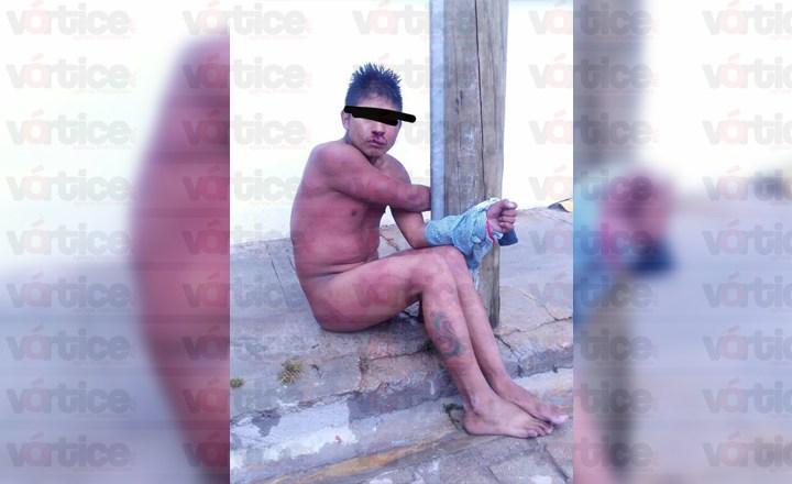 Casi linchan a presunto ladrón; lo desnudaron y azotaron