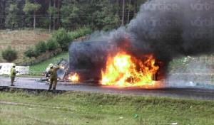 FNLS continúa con bloqueos y desmanes; ahora frente al CERSS 5 de San Cristóbal