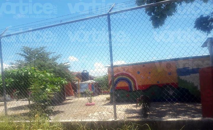 Padres de familia en Chiapa de Corzo exigen trato digno a sus hijos