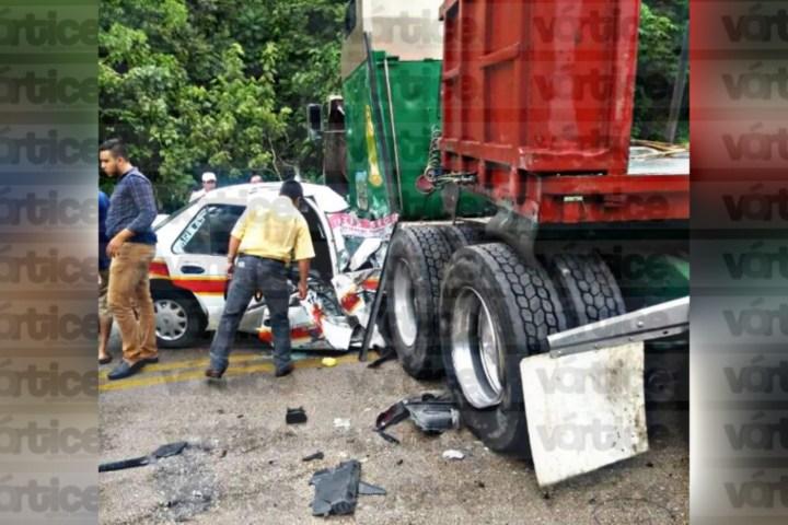 Encontronazo entre taxi, colectivo y tráiler dejan varios heridos