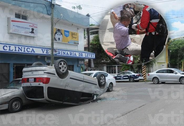 Choque y volcadura deja 2 heridos en Tuxtla