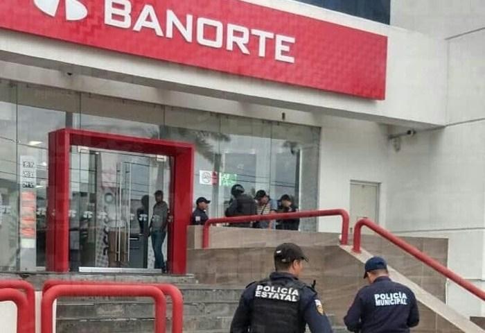 Asaltan a dos cuentahabientes cuando realizaban fila dentro de Banorte