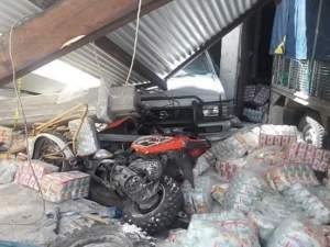 Camión sin frenos causa destrozos en Oxchuc y deja a siete personas heridas