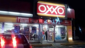 Roban tres tiendas OXXO de manera casi simultánea en Tuxtla