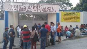 CNTE toma instalaciones educativas y amenaza a personal docente