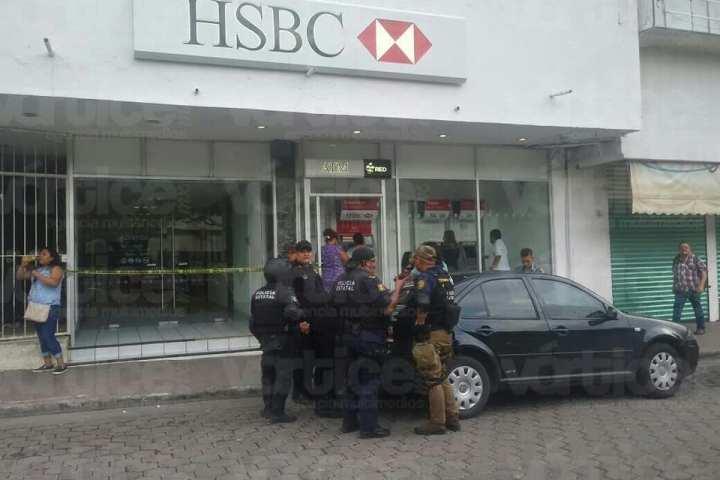 Asaltan banco y se llevan suma millonaria