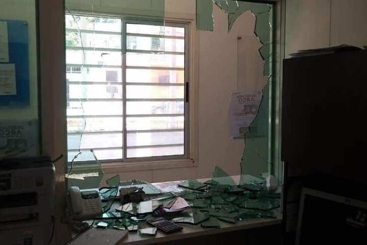 Secuestran a personal de Hacienda y causan destrozos