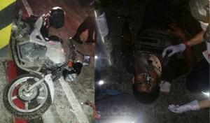 Derrapa motocicleta y ocupantes resultan graves