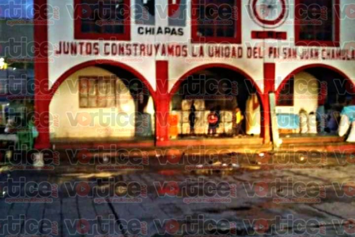 Balean y queman oficinas del PRI en San Juan Chamula
