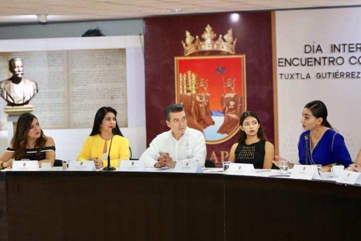 """Entrega Rutilio Escandón reconocimientos a participantes del Noveno Parlamento Juvenil """"Rosario Castellanos"""