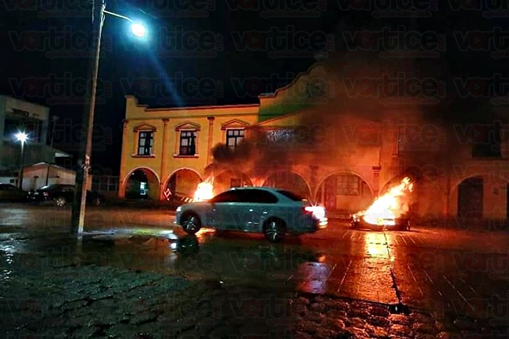 Grupo antagónico amenaza con quemar alcaldía de San Juan Chamula