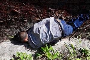 Hallan cadáver a orilla de carretera en Oxchuc