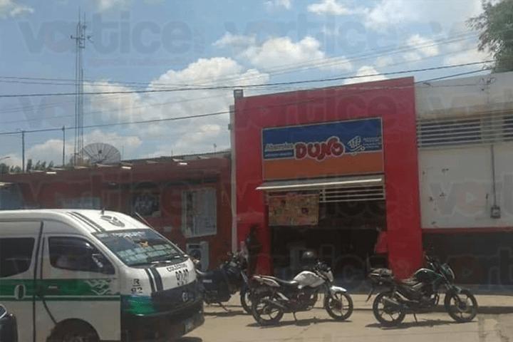 A punta de pistolas asaltan tienda Duno en Tuxtla