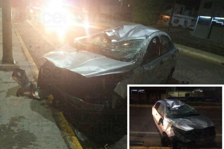 Vuelca vehículo en Laguitos