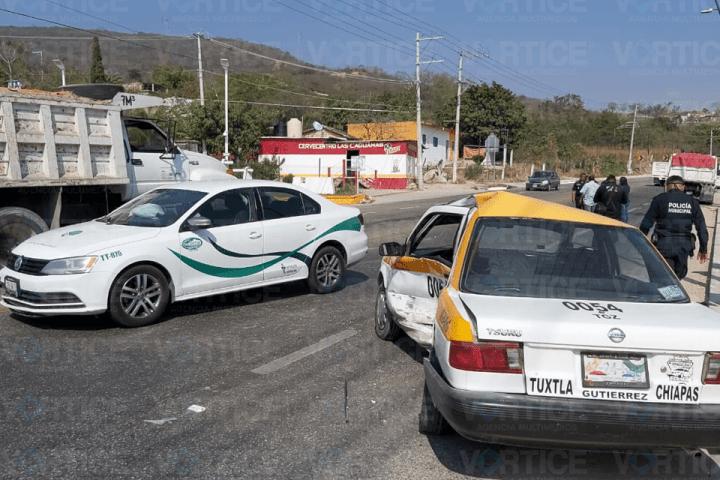 Encontronazo entre taxis deja 3 heridos en Chiapa de Corzo