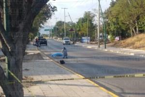 ¡Otro motociclista! Falleció tras chocar contra una guarnición