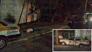 Muere taxista tras chocar contra poste; se desvaneció al salir de su unidad
