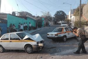 Taxista resulta herido tras encontronazo en la Patria Nueva