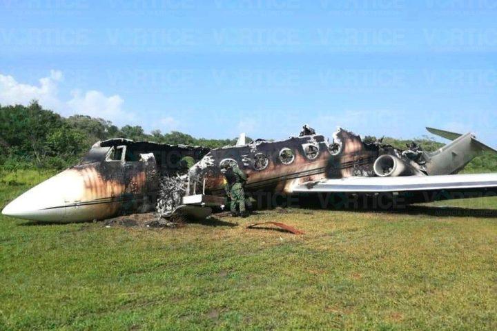 Localizan avión calcinado en pista clandestina de Mapastepec