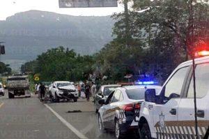 Motorista es aplastado por camioneta y pobladores levantan el cadáver