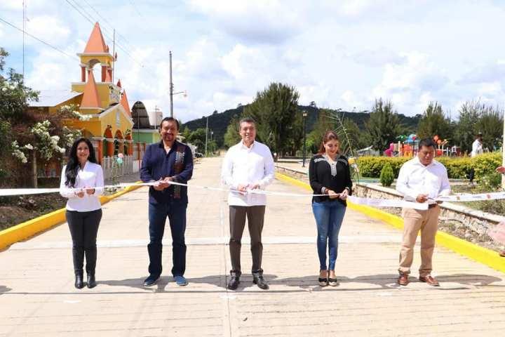 En Las Margaritas, Rutilio Escandón encabeza inauguración de calles con concreto hidráulico