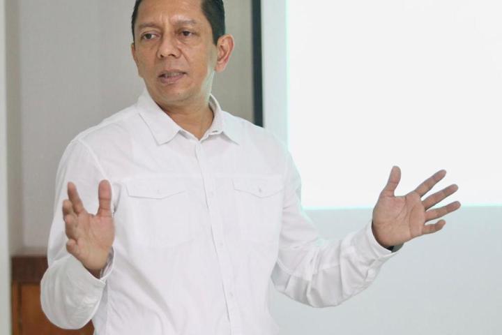 Reconoce Llaven Abarca profesionalismo del personal de salud para combatir el COVID-19