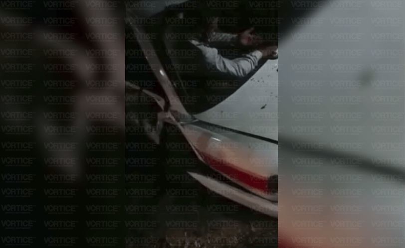 ¡Prensado! Muere ocupante de taxi tras encontronazo en San Cristóbal