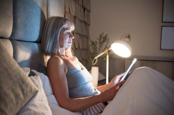 Lesen im Bett mit dem richtigen Licht Bild: © istock.com/Johnny Greig