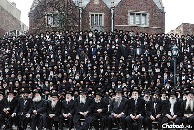 What Will Happen to Historic Shluchim Photo as Chabad Kinus Goes Virtual? 1