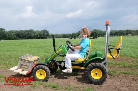 BERG John Deere + accessories + pallet fork action with boy