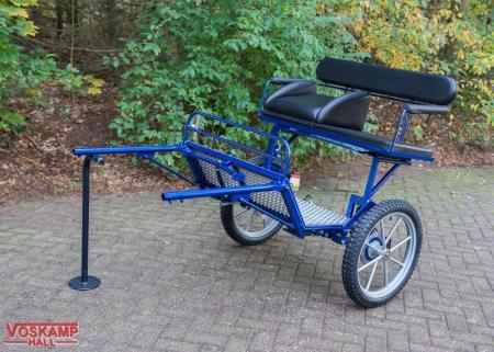 Koets Sulky blauwe tweewieler 06370 voskamp hall