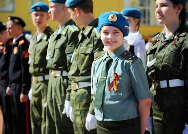Молодежь в военной форме