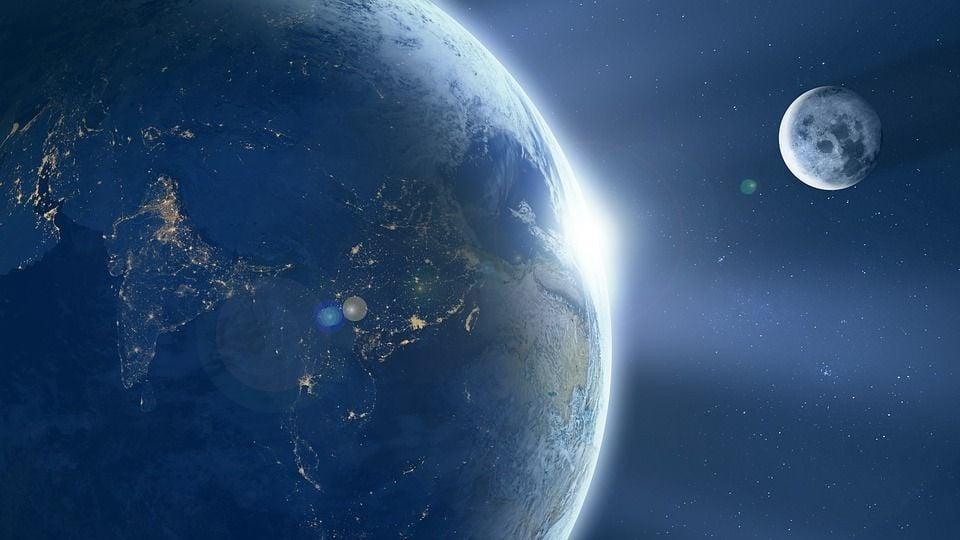Zem vo vesmire earth-1388003_960_720