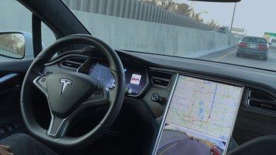 Tesla soferovanie bez drzania volanta