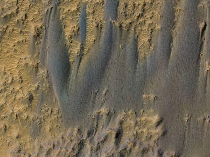 duna v krateri_ESP_062912_1700