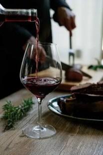 vin rouge dans verre