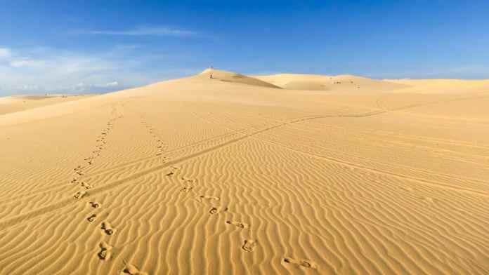 """As Dunas de Areia Branca, localmente conhecidas como Bau Trang ou """"Lago Branco"""", encontram-se a uma hora de carro do centro de Mui Ne"""