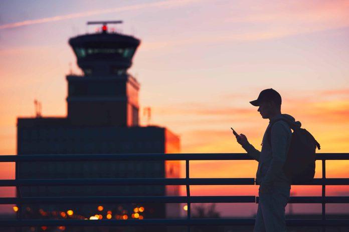 Viajante num aeroporto