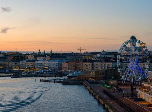 Zona portuária de Helsínquia, na Finlândia